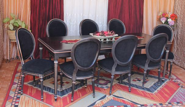 chaise médaillon noir D&co valérie damidot